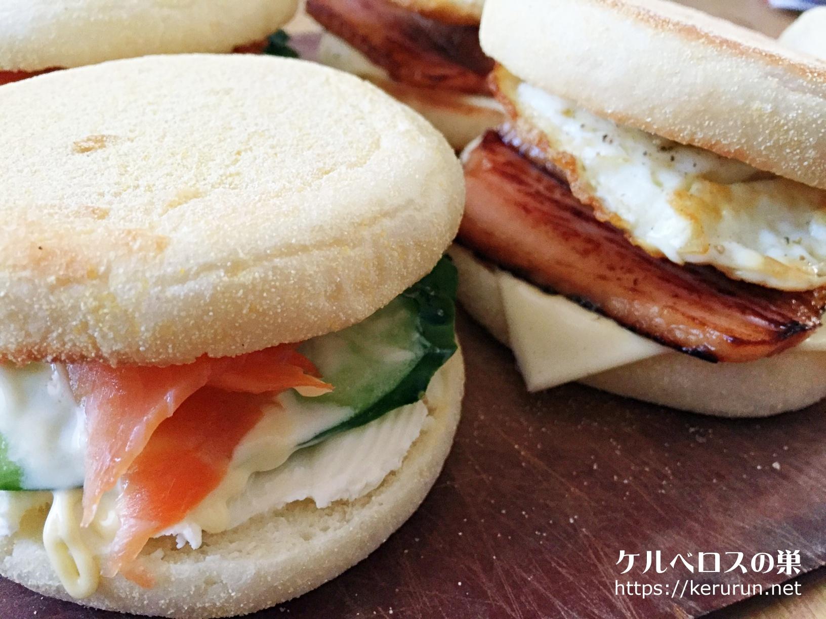 イングリッシュマフィンのサンドイッチ。