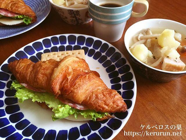 コストコのクロワッサンでサンドイッチとポトフの朝ご飯