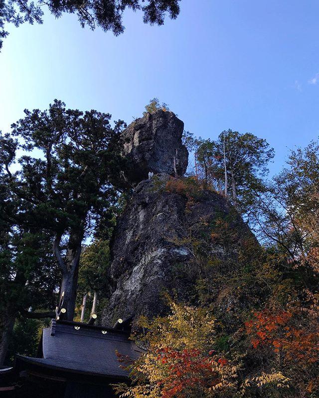 春名神社 御姿岩