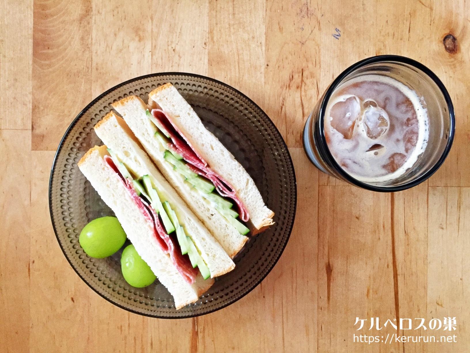 サンドイッチの朝ご飯