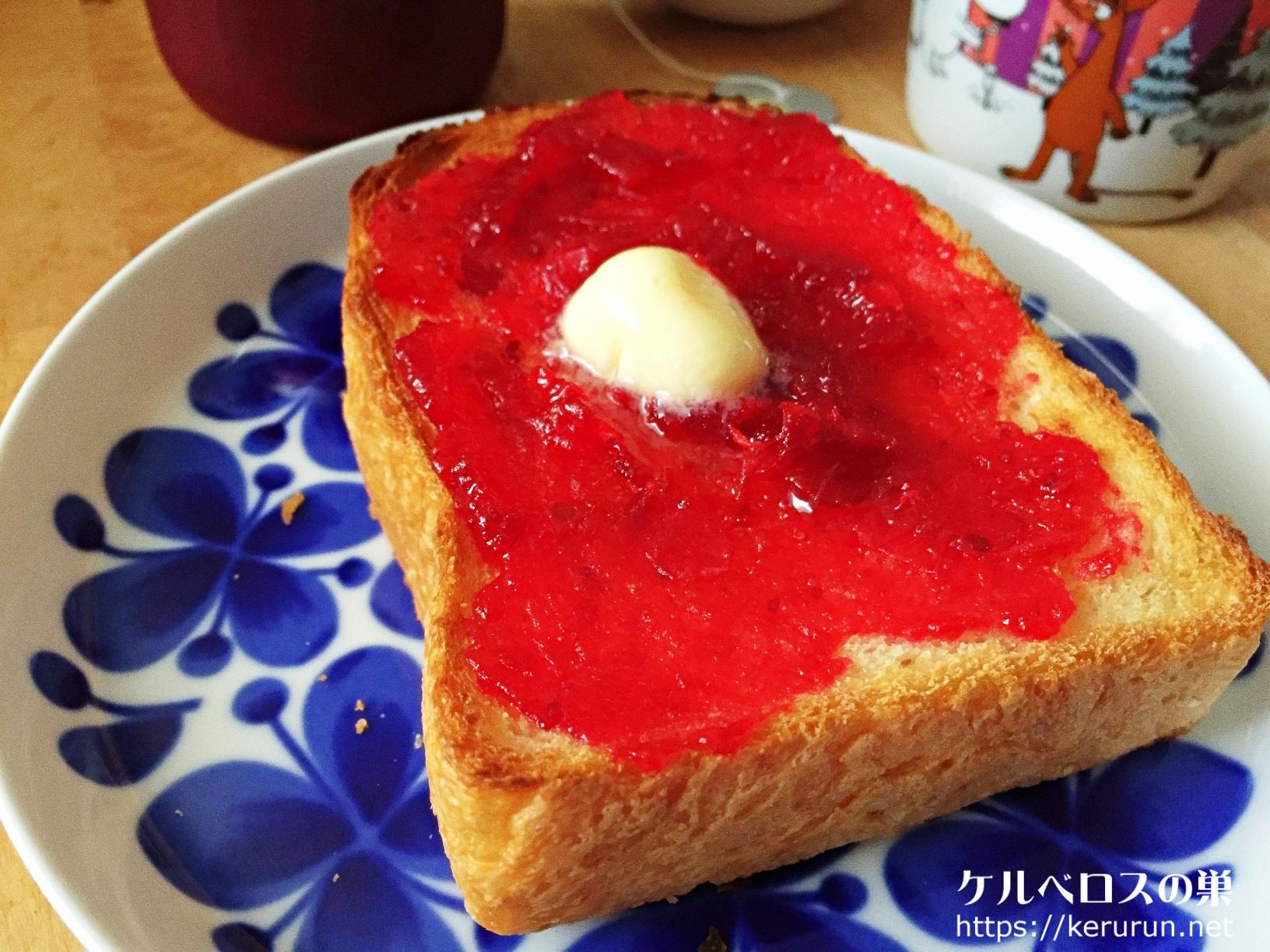 クランベリージャムトーストの朝ごはん