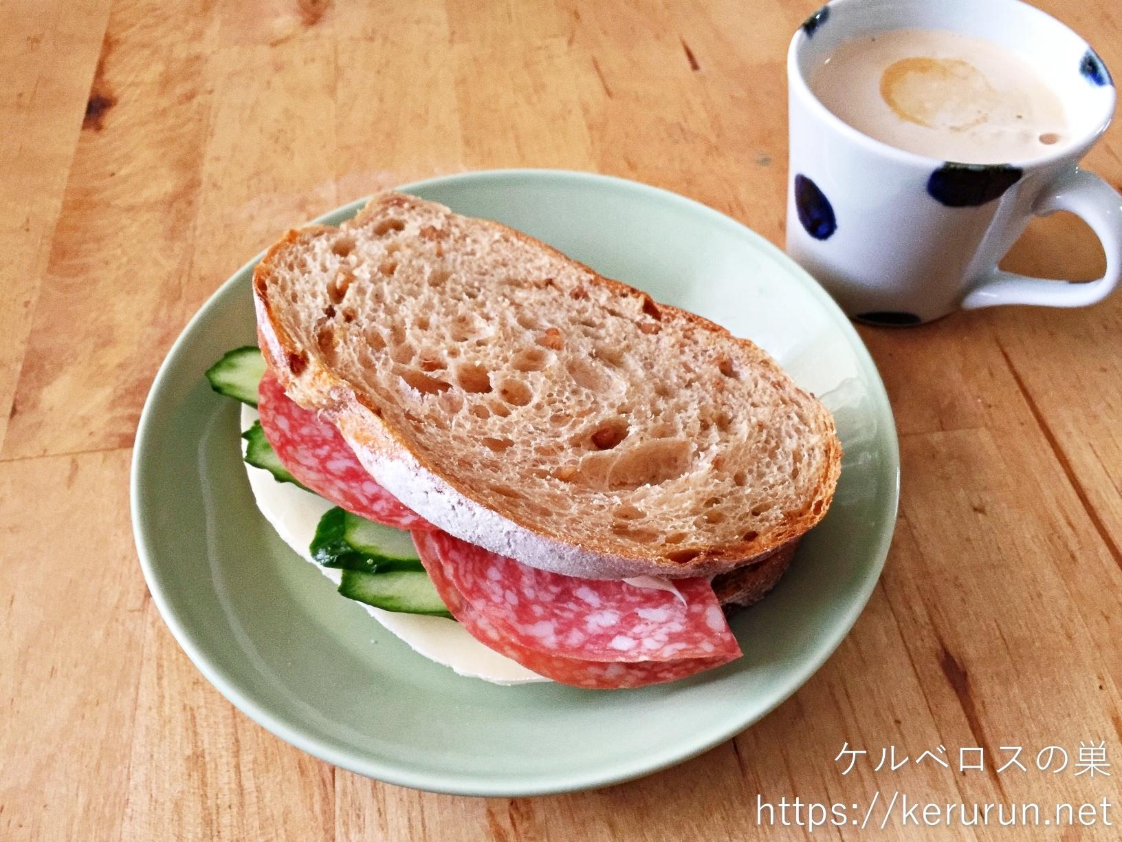 カントリーフレンチライのサンドイッチで朝ごはん