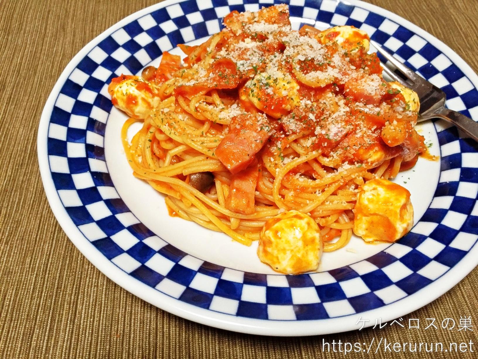 バリラの3分パスタで作るベーコンとしめじとモッツァレラのトマトスパゲティ