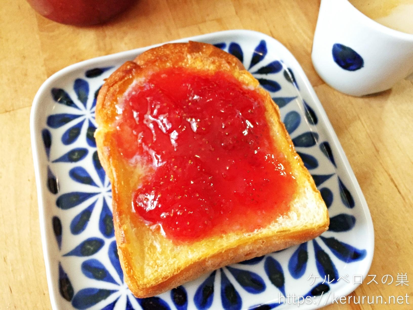 ジャムバタートーストの朝ごはん