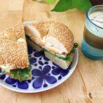 コストコのセサミベーグルで作るサンドイッチの朝ごはん