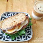 コストコのカントリーフレンチライでサンドイッチの朝ごはん