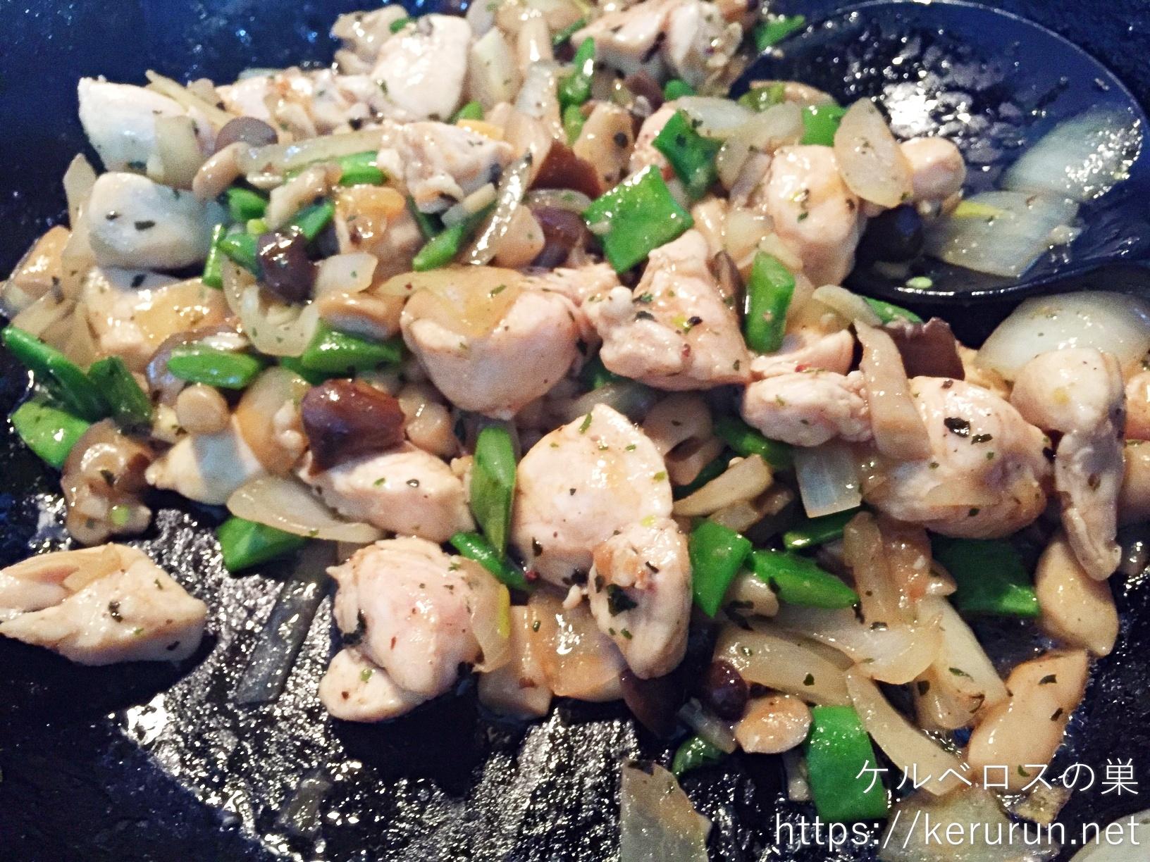 コストコのさくらどり筋切りササミで作るガパオ風丼の晩ごはん