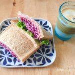 全粒粉入り食パンで作る紫キャベツのサンドイッチで朝ごはん
